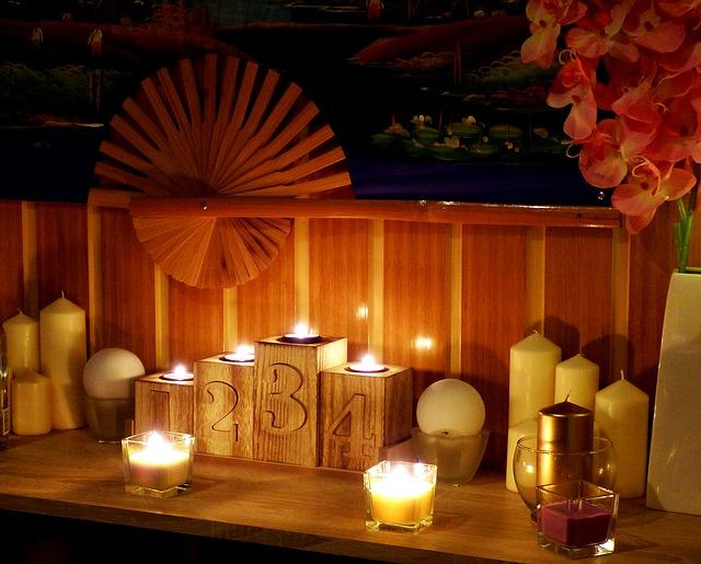 svíčky, čísla, vějíře
