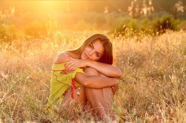 žena, slunce, louka
