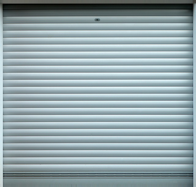 šedá garážová vrata