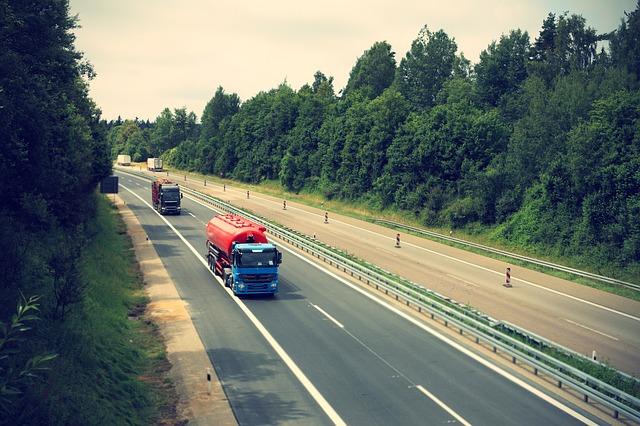 kamiony, jízda, dálnice
