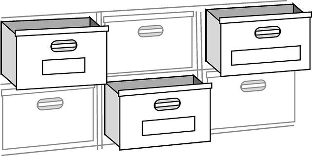 tři zavřené, tři otevřené šuplíky