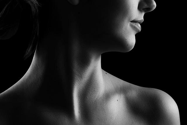 žena,krk, ústa