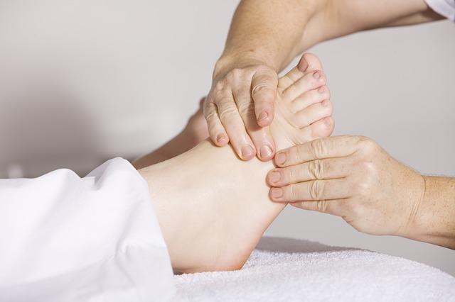 ruce, noha, masáž