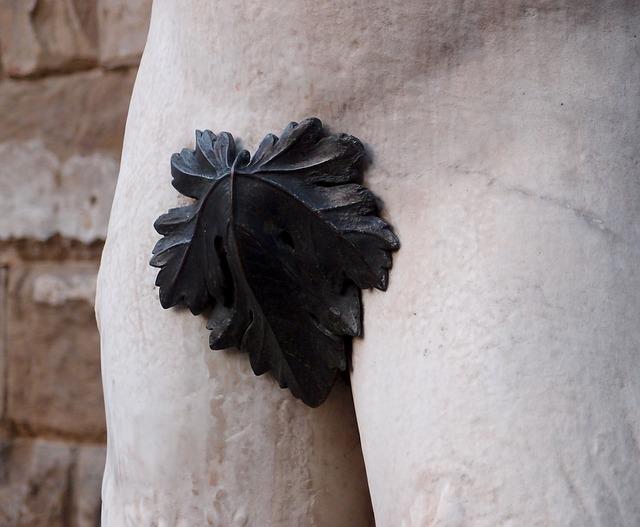 část sochy, list