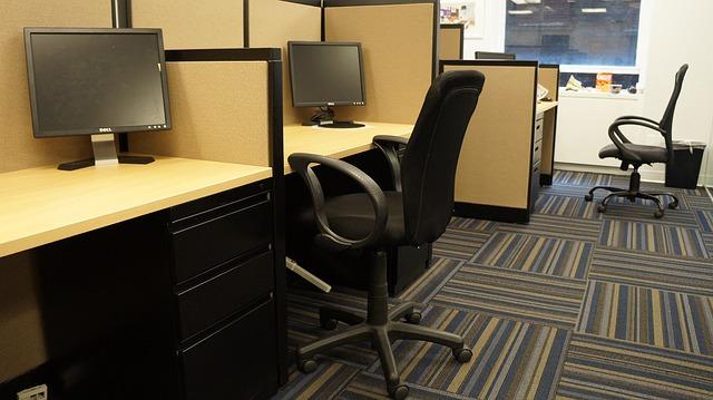 kancelář, stoly, židle