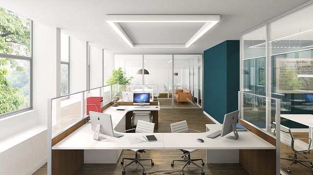 kancelář, monitory