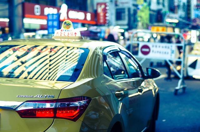 žlutá Corola