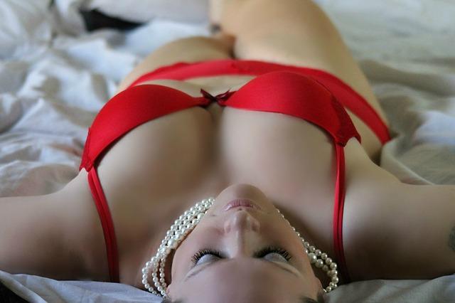 spodní prádlo a perly.jpg