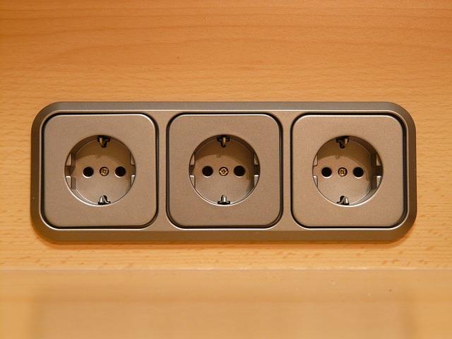 tři zásuvky