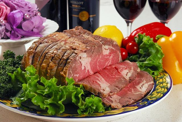 hovězí maso na talíři