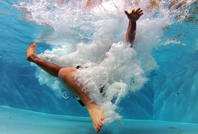 Doskok do hlubokého bazénu