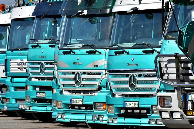 Flotila tahačů přívěsů značky Mercedes