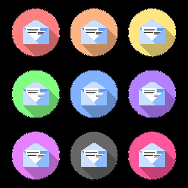 obálky na barevném pozadí