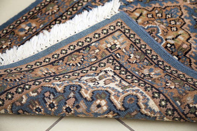 kusový tkaný koberec