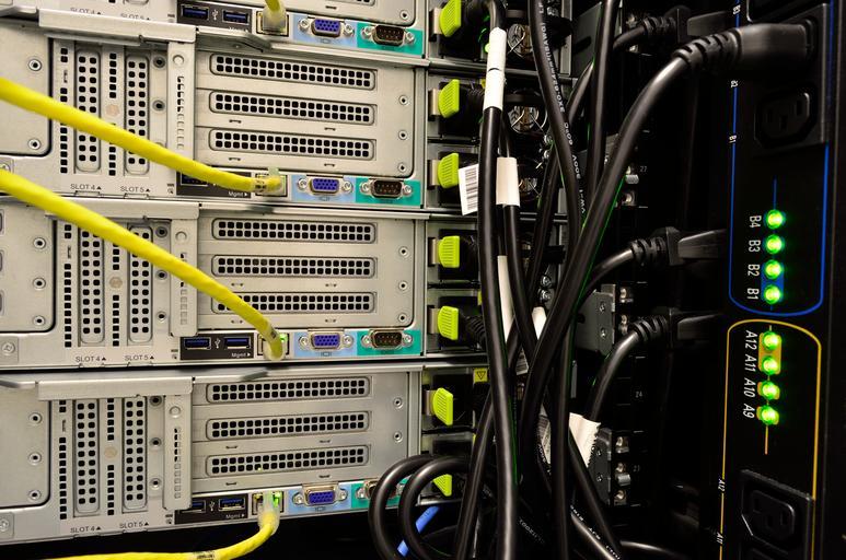 kabely u počítače