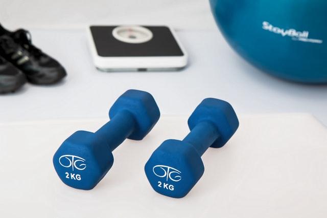 činky, cvičení, redukce hmotnosti